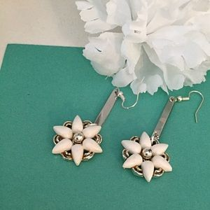White Flower Earrings, Vintage Clip On Relive
